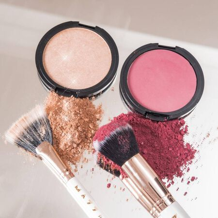 WE LOVE BLUSHES 1